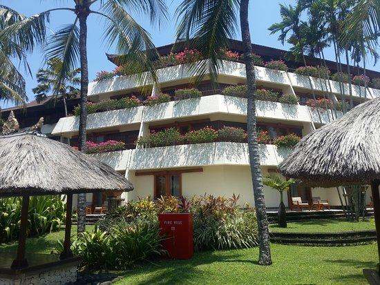 Nusa Dua Beach Hotel & Spa: Out side view