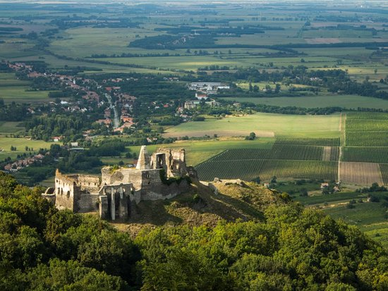 Veszprem County, Hungría: The castle from lookout tower Szent István