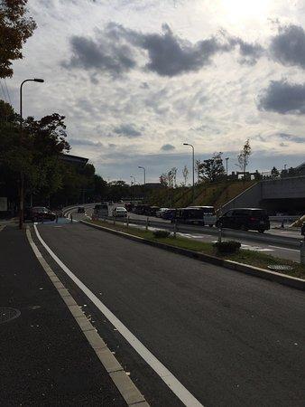 Suita, Japonya: 假期時自駕去要小心非常多車排隊進入停車場