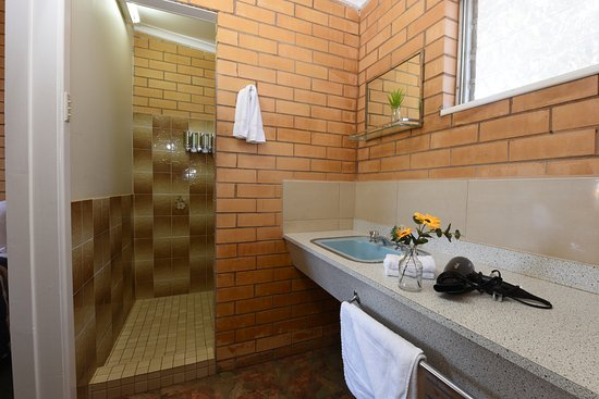 Sea Lake Motel: Retro Bathrooms- Family rooms