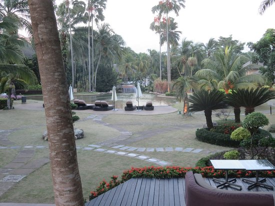 Cyberjaya, ماليزيا: View towards the pool...and past the spot where the county leaders to the 10th APEC conference w