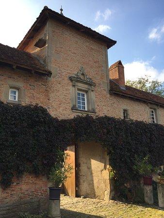 Azoudange, France : Photo prises en Octobre au château de Romécourt. Le début de l automne et sa lumière est très pr