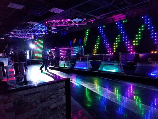Tracy, Kalifornien: The Venū Nightclubs