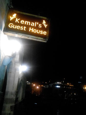 Kemal's Guest House: IMG_20160411_212331_large.jpg