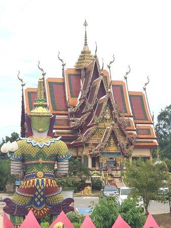 Wat Plai Laem: photo7.jpg