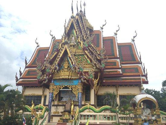 Wat Plai Laem: photo9.jpg