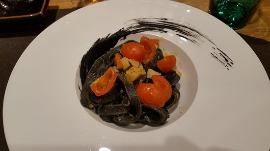 Pisogne, Italy: taglioliniii nero seppia..