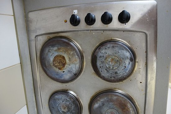 Naturist Solaris Residence: guess when the stove is ON and when OFF and which swich is connected to which heatplate.