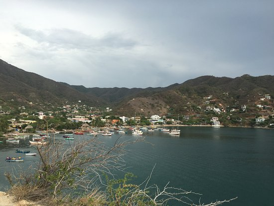 Vista desde el acantilado al pueblo de Taganga