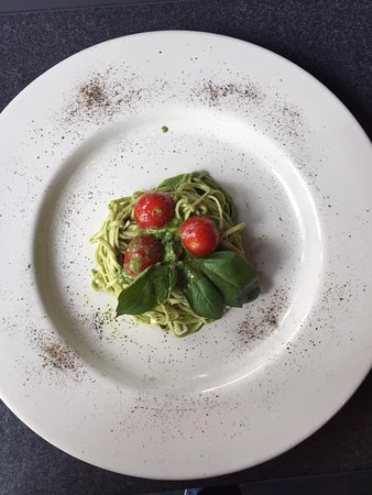 Эттербеек, Бельгия: Spaghetti (bio) al pesto di basilico e pinoli.