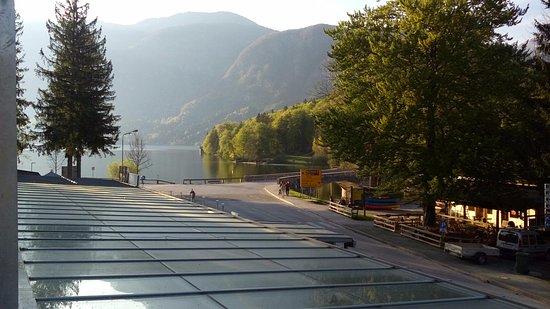 Bohinjsko Jezero, สโลวีเนีย: Aussicht vom Balkon auf den See