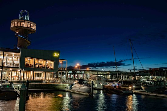 Queenscliff, Australia: The perfect waterfront dining location.