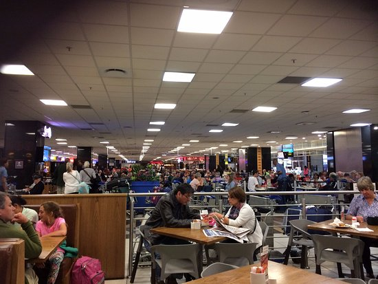 Kempton Park, South Africa: International terminal setting within Food Hall section