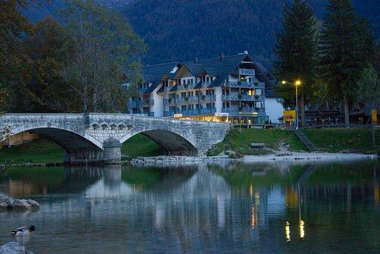 Bohinjska Bistrica, Slovenien: אגם בוהיני בשעות הערב