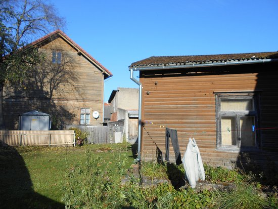 Utanför Hostel Ingeri i äldre stadsdel med kulturhus !