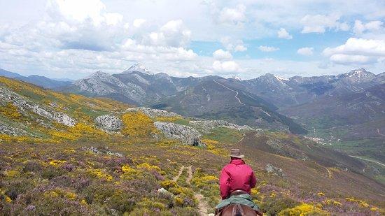 Arenas de San Pedro, Hiszpania: Viajamos hasta la montaña palentina. Descúbrela.
