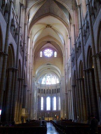 Kathedrale des hlg. Johannes: Cathedral de Saint-Jean-Baptiste, the central nave