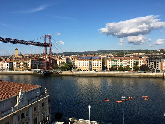 Auntz portugalete restaurantbeoordelingen tripadvisor for Hotel puente colgante