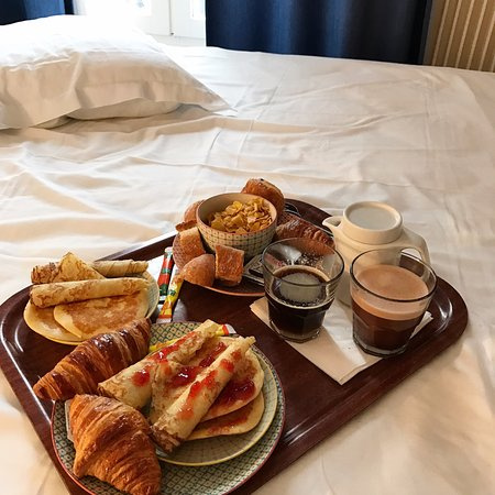 Levallois-Perret, Γαλλία: Petit Dejeuner .