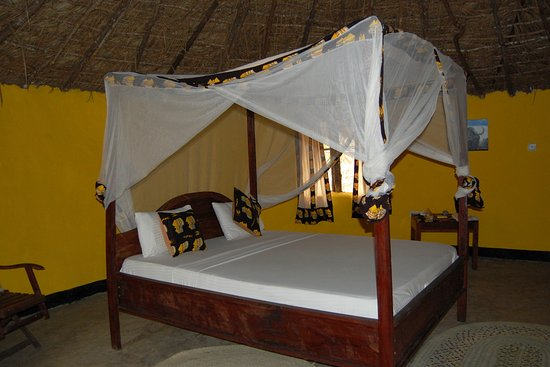 Selous Game Reserve, Tanzania: Clean & comfortable bed.