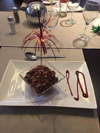 Pétange, Lussemburgo: 3 personnes 3 desserts Bananasplit mousse au chocolat et rien.... 😂😂😂😂😂😉😉