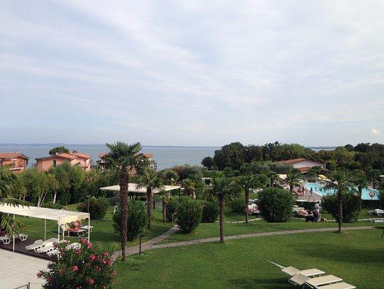 Residence Apparthotel San Sivino: Blick vom Balkon Richtung Gardasee