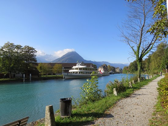 India Village Guesthouse & Restaurant: View of Lake Brienz from property