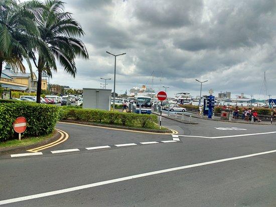 Le Caudan Waterfront: Parking area