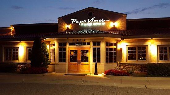 ทรอย, มิชิแกน: Papa Vinos Entrance