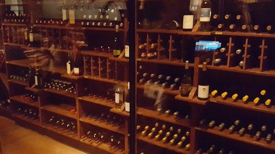 ทรอย, มิชิแกน: Papa Vinos Wine Cellar