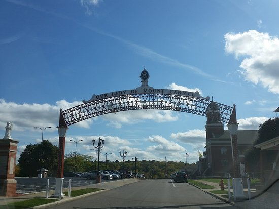 Youngstown, OH: entrance to the comples