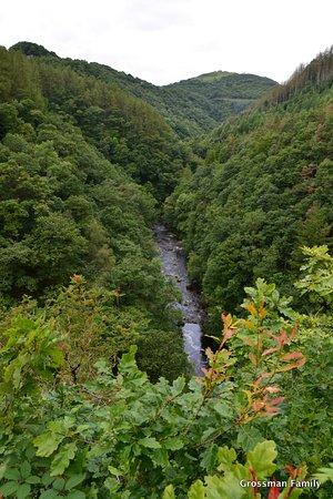 Devil's Bridge (Pontarfynach), UK: The river that falls later