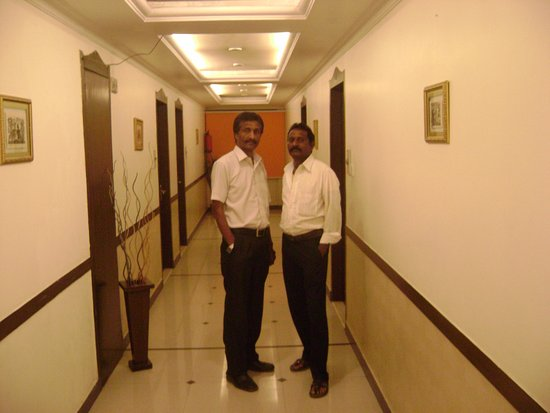 Shivoy Hotel: with client at the floor passage ...!!!