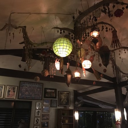 Coron Village Bar and Resto: Very good ambiance. If you want to just relax and have a drink. This bar and resto would be the
