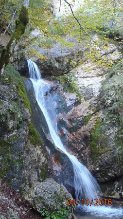 Pescasseroli, Italien: this waterfall was our target attraction