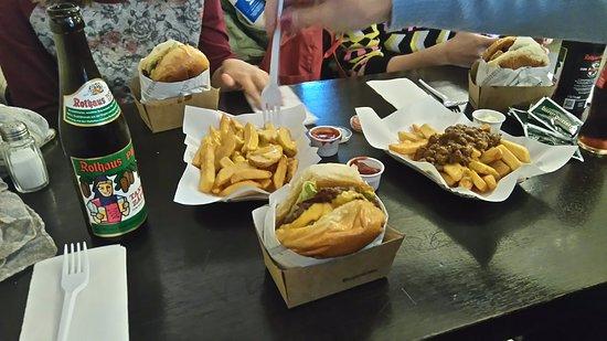 burgermeister am kottbusser tor comilona de lujo 4 hamburguesas 2 raciones de patatas