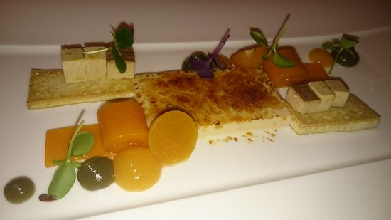 Samnaun, Sveits: Crème brûlée von Sojamilch dazu Tofu, Aprikose und Matcha