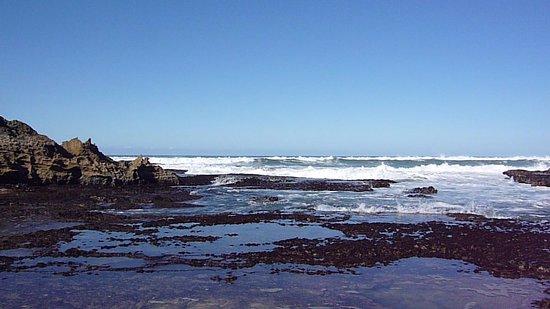 Kenton-on-Sea, Sydafrika: Waves in the distance