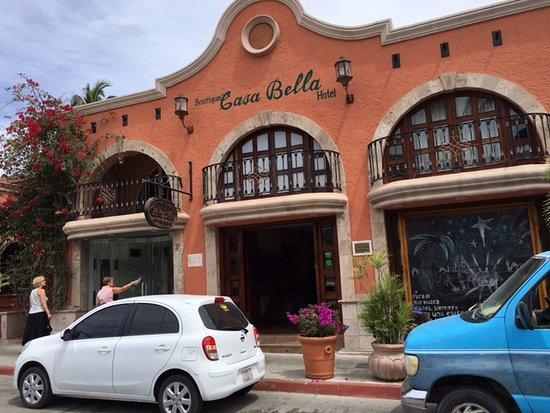 Casa Bella Boutique Hotel: Street facade of Casa Bella Cabo San Lucas