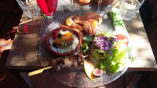 Pezenas, Frankrijk: gambas poêlées brochette de canards riz façon du sud.