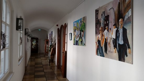 Laufen, Alemania: Corridor with paintings