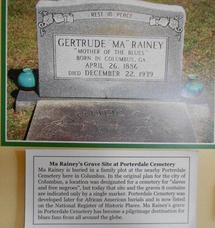 """Columbus, Georgien: pierre tombale (son frère avait déclaré qu'elle était """"housekeeping"""")"""
