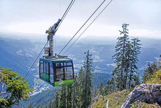 https://media-cdn.tripadvisor.com/media/photo-s/0d/61/42/93/rax-seilbahn-neu.jpg