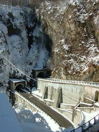 Cison Di Valmarino, Italie : Il Passo sotto la neve.