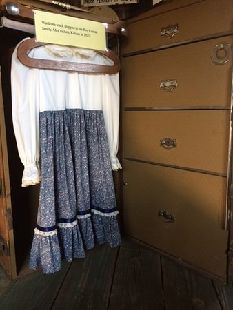 Larned, KS: Period Dress