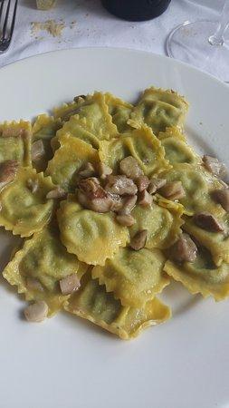 Novafeltria, อิตาลี: Ravioli ai funghi porcini