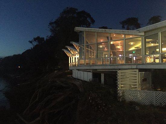 Inn at Morro Bay: Restaurant at Night