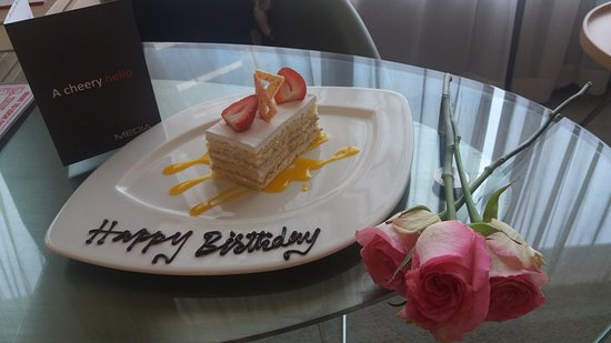 Media One Hotel Dubai: Personalized letter, cake and roses congratulating my wife on her birthday