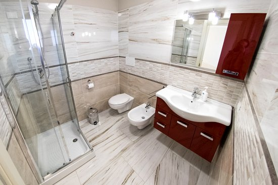 sala da bagno camera Torre Clementina. Camera matrimoniale con letto ...