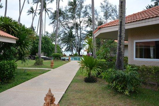 Lipa Noi, Thailand: Weg von der Lobby zum Strand